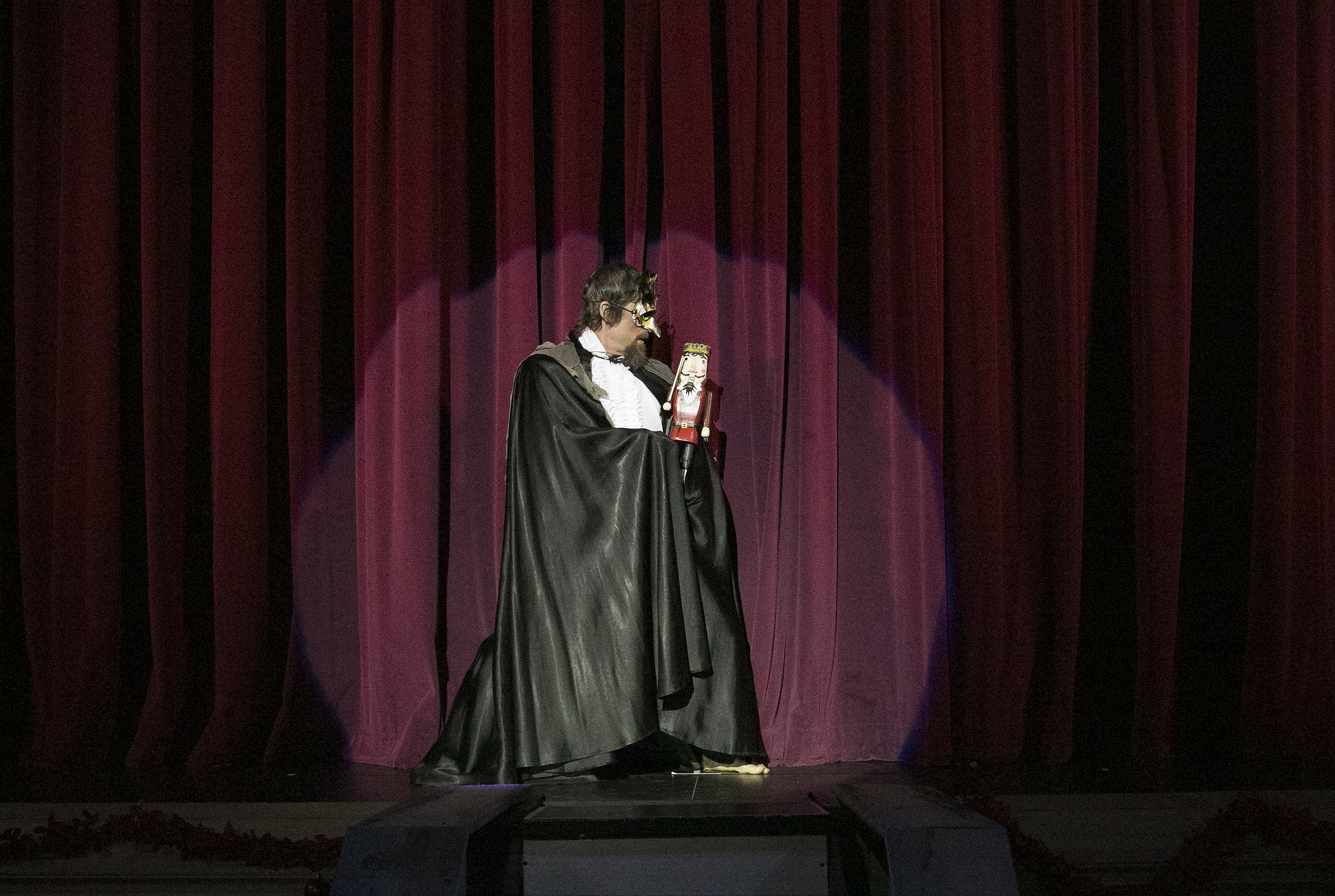 Drosselmeyer curtain